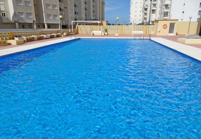 Apartamento en Grao de Gandia - BAHAMAS II 2ª - 4º - 8ª (ALQUILER SOLO A FAMILIAS)