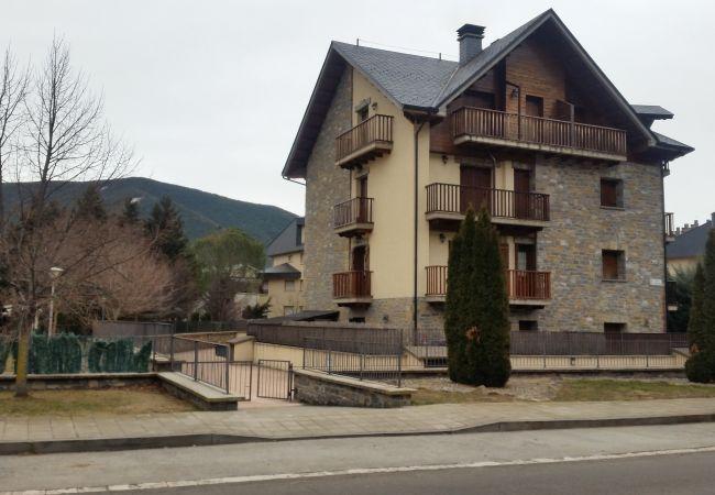 Apartamento en Biescas - Biescas- Apartamento con jardín en Av. del Manzano