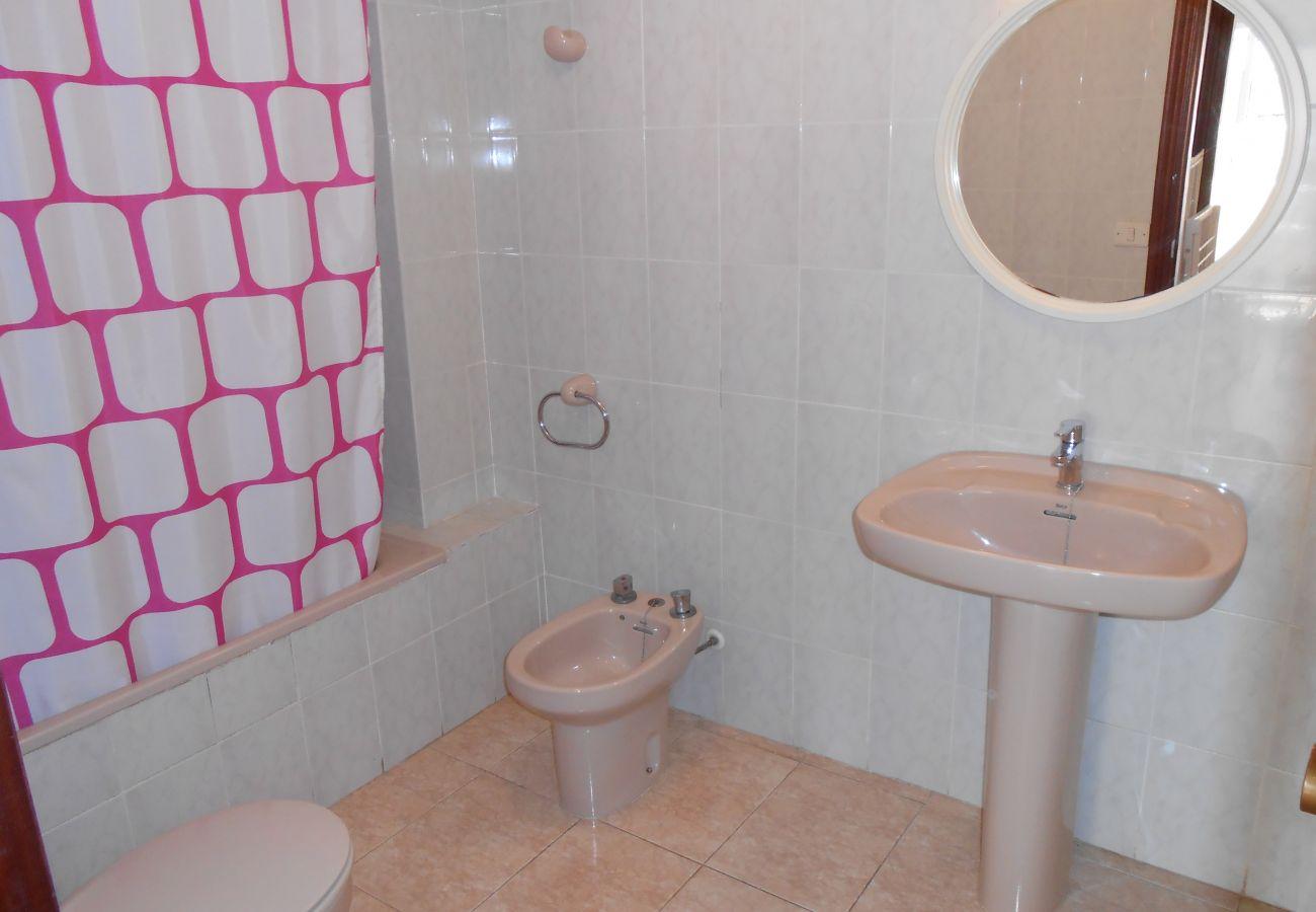 cheap apartments, full bathroom, families, kids, beach